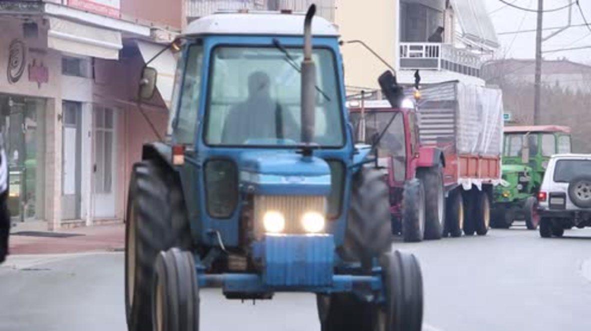 Greece: 600 tractors block main highway as farmers protest escalates