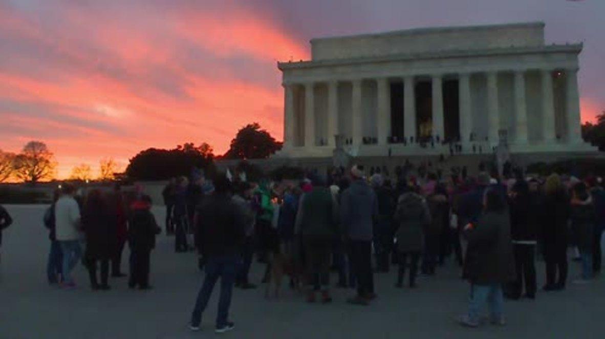 USA: Candlelit vigil held at Lincoln Memorial against Trump's 'Muslim ban'