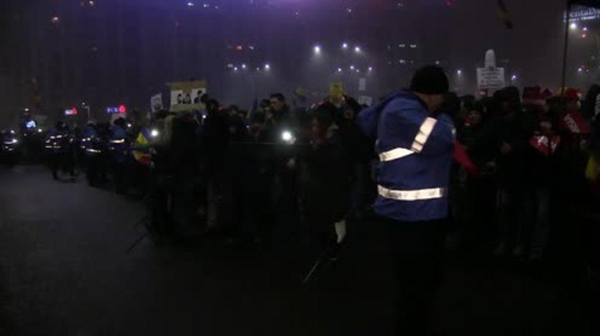 Romania: Protesters remain defiant despite repeal of corruption decree