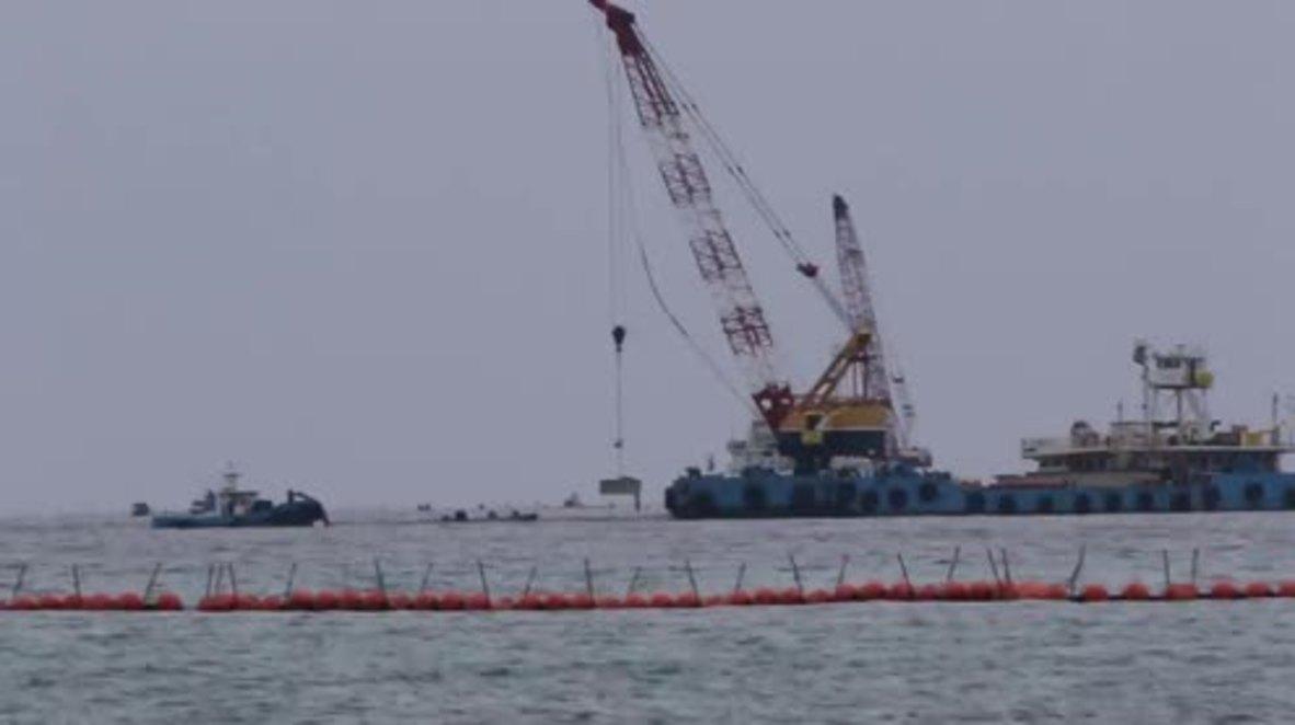 Japan: Kayakers disrupt construction of US airbase in Okinawa waters