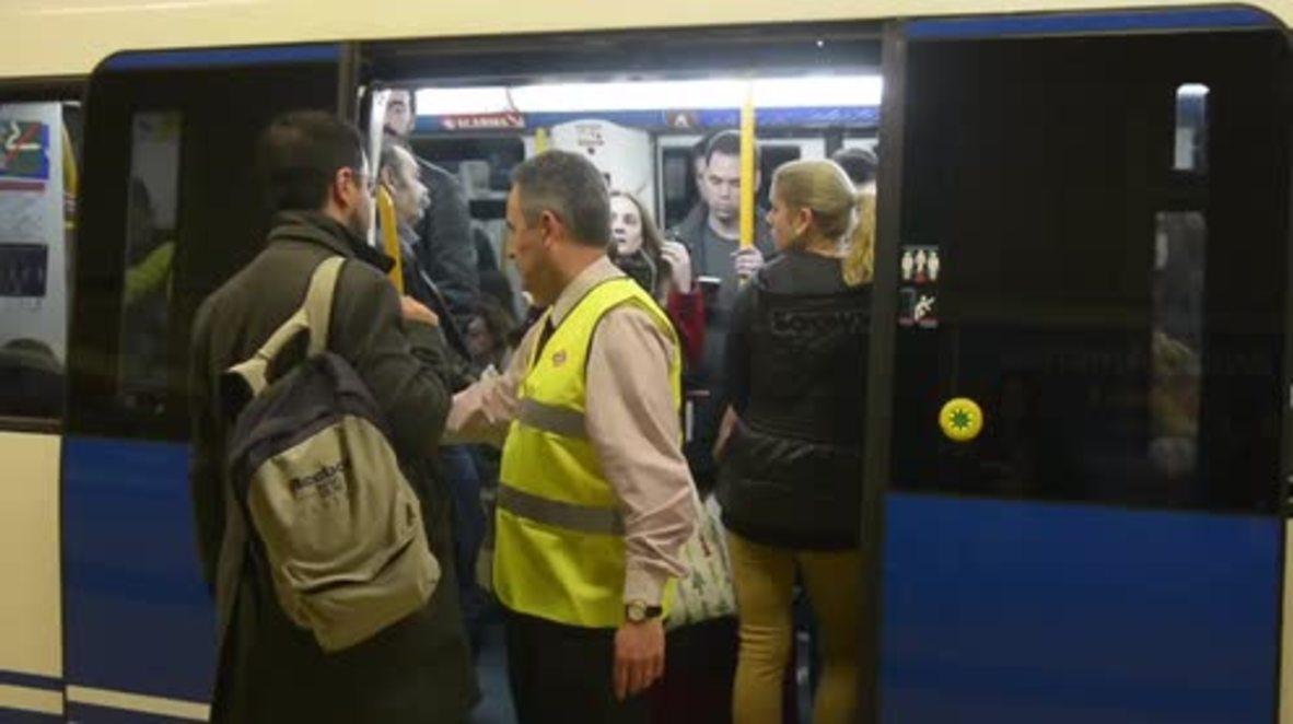 Spain: Passengers packed like sardines in Madrid metro