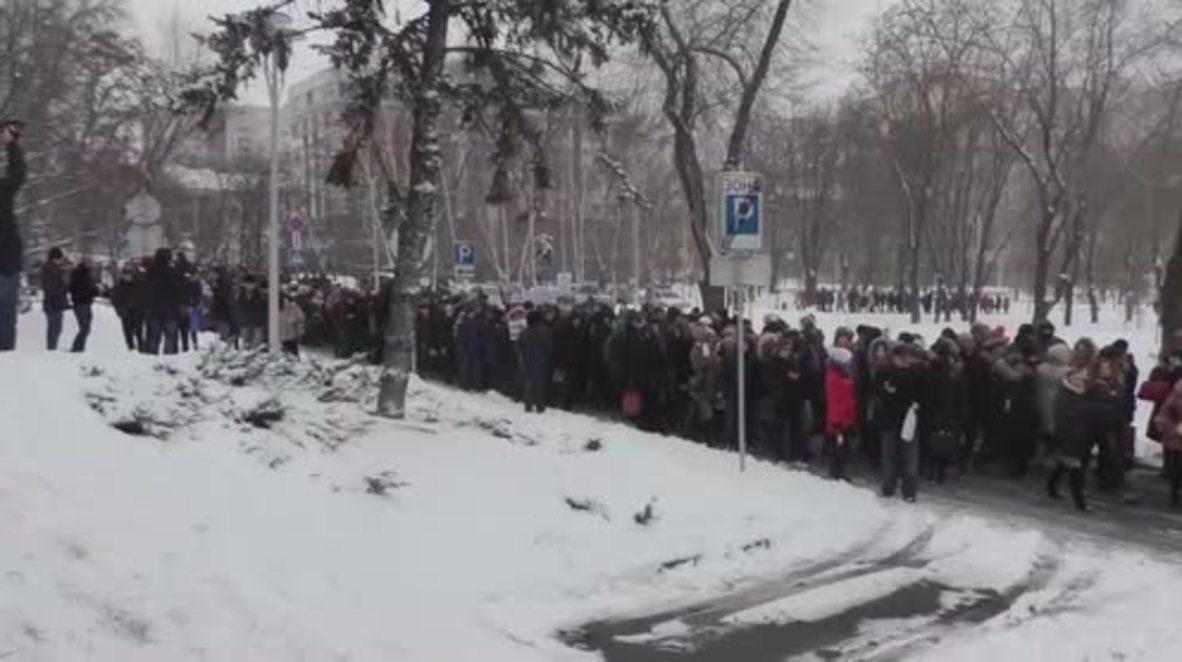 Ukraine: Donetsk protesters denounce 'ineffective' OSCE