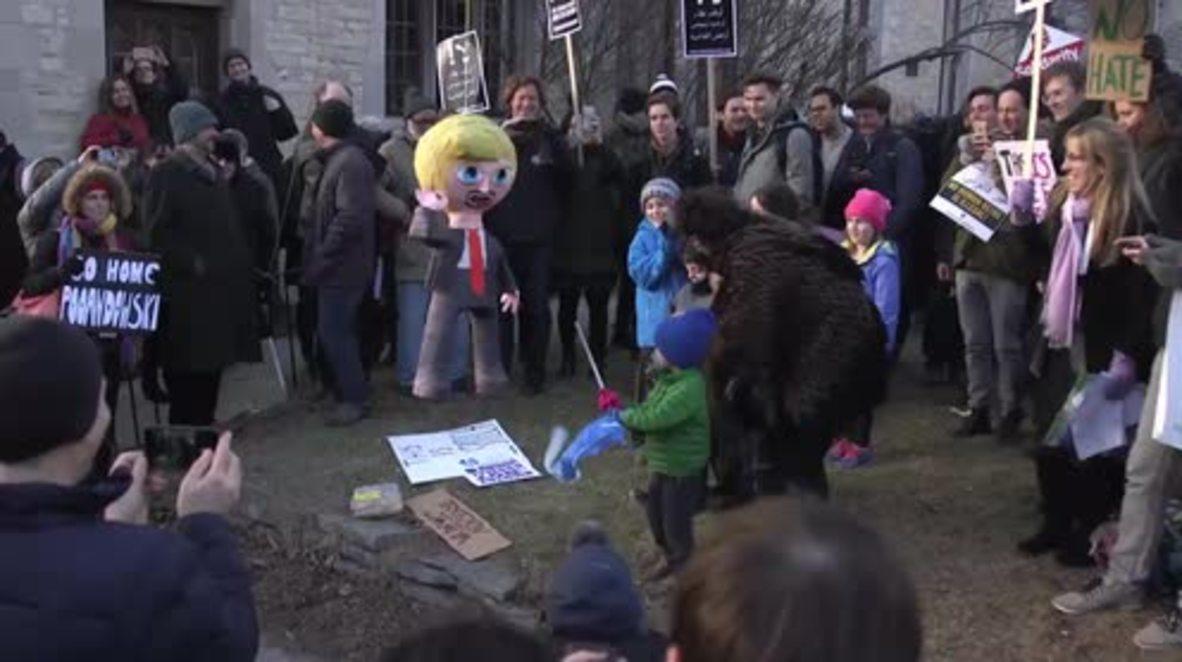USA: Kids bash Trump pinata at Chicago Uni anti-Lewandowski rally