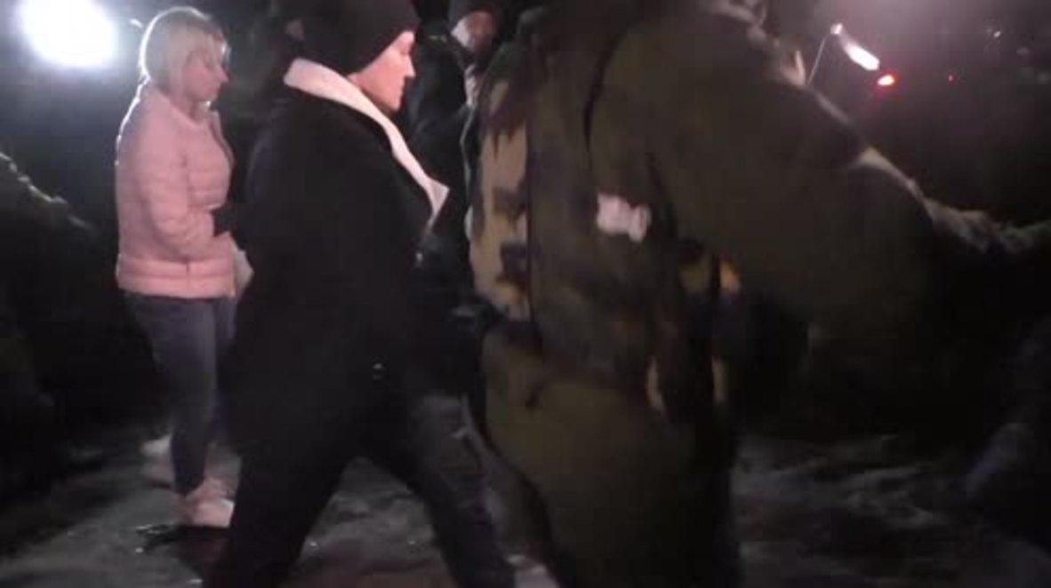 Ukraine: Savchenko visits Ukrainian POWs in Makiivka