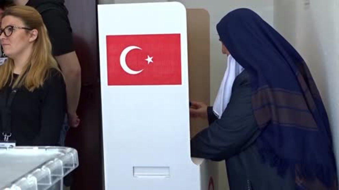 Germany: Turks in Stuttgart cast vote in Turkish constitutional referendum
