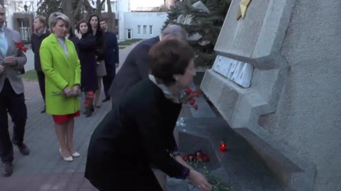 Russia: Sevastopol residents leave flowers in tribute to St. Petersburg victims