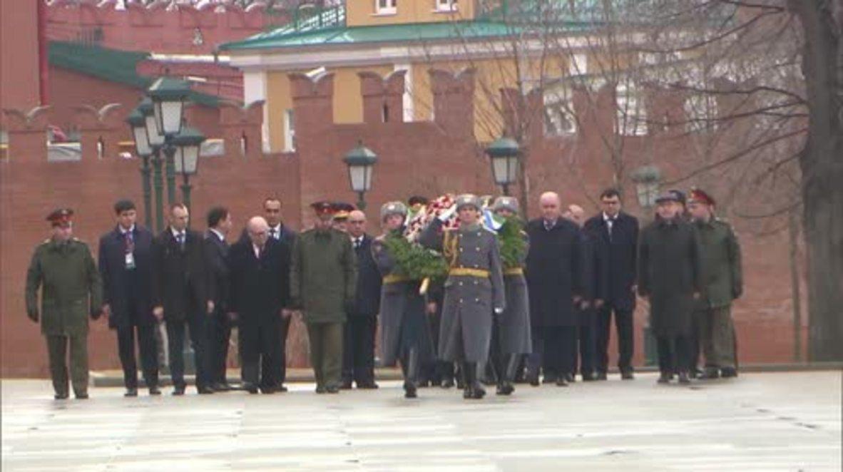 Russia: Uzbek president lays flowers in Moscow honouring St. Petersburg victims
