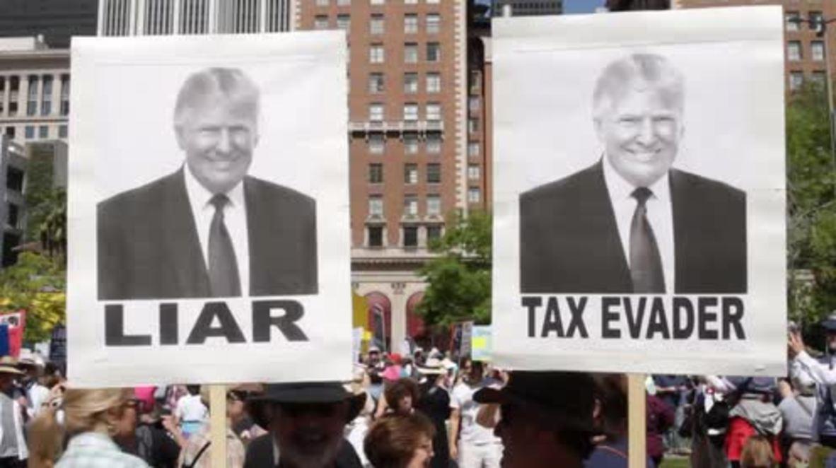 USA: LA protesters demand Trump release his tax returns