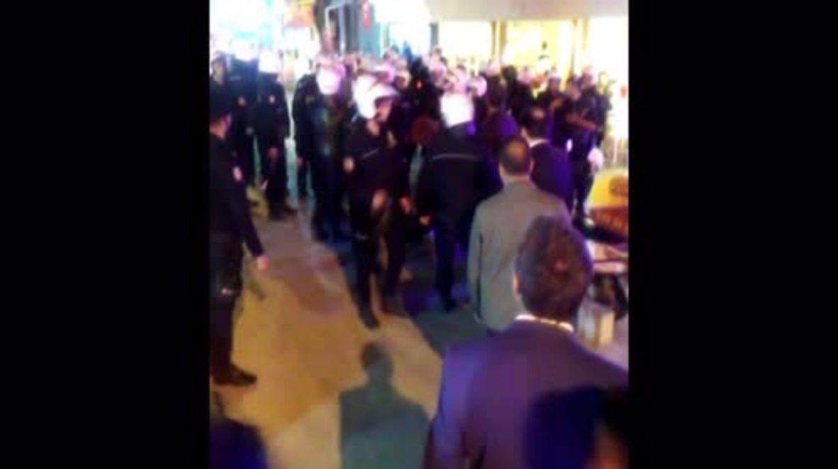 Turkey: Anti-Erdogan demonstrators detained in Izmir