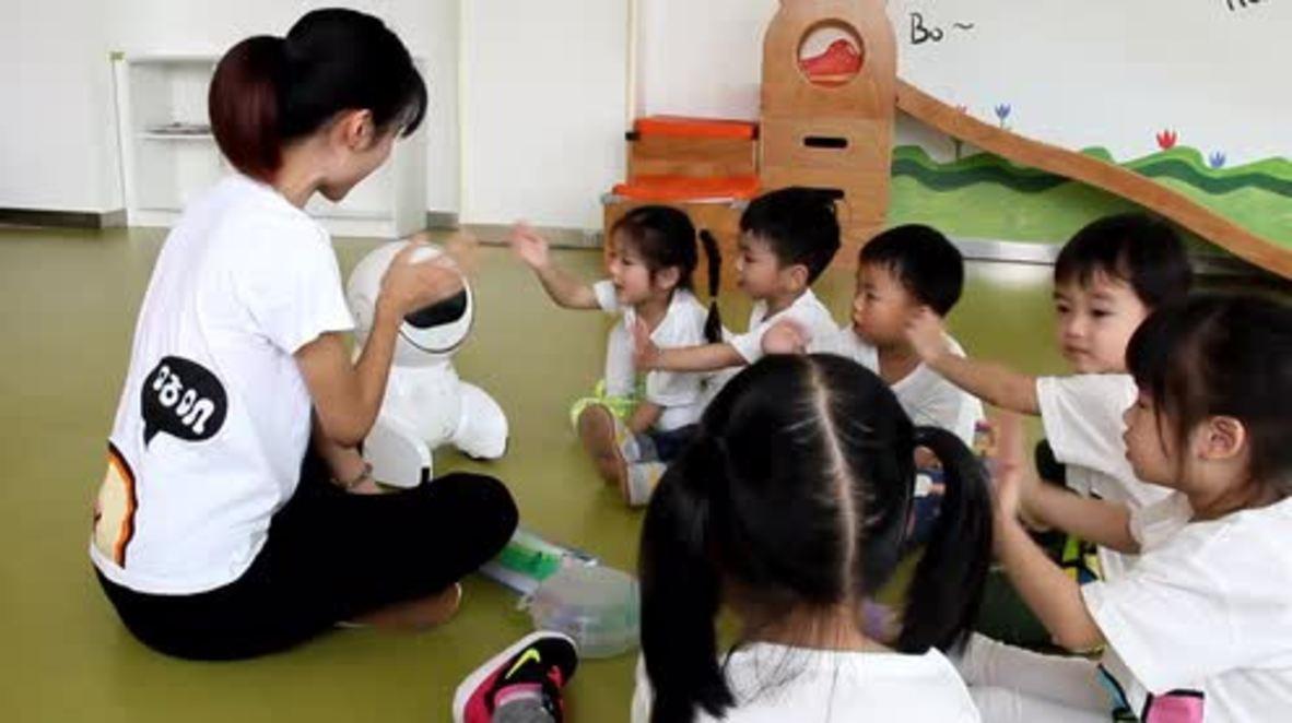 China: See Keeko the robot teach school children in Xiamen