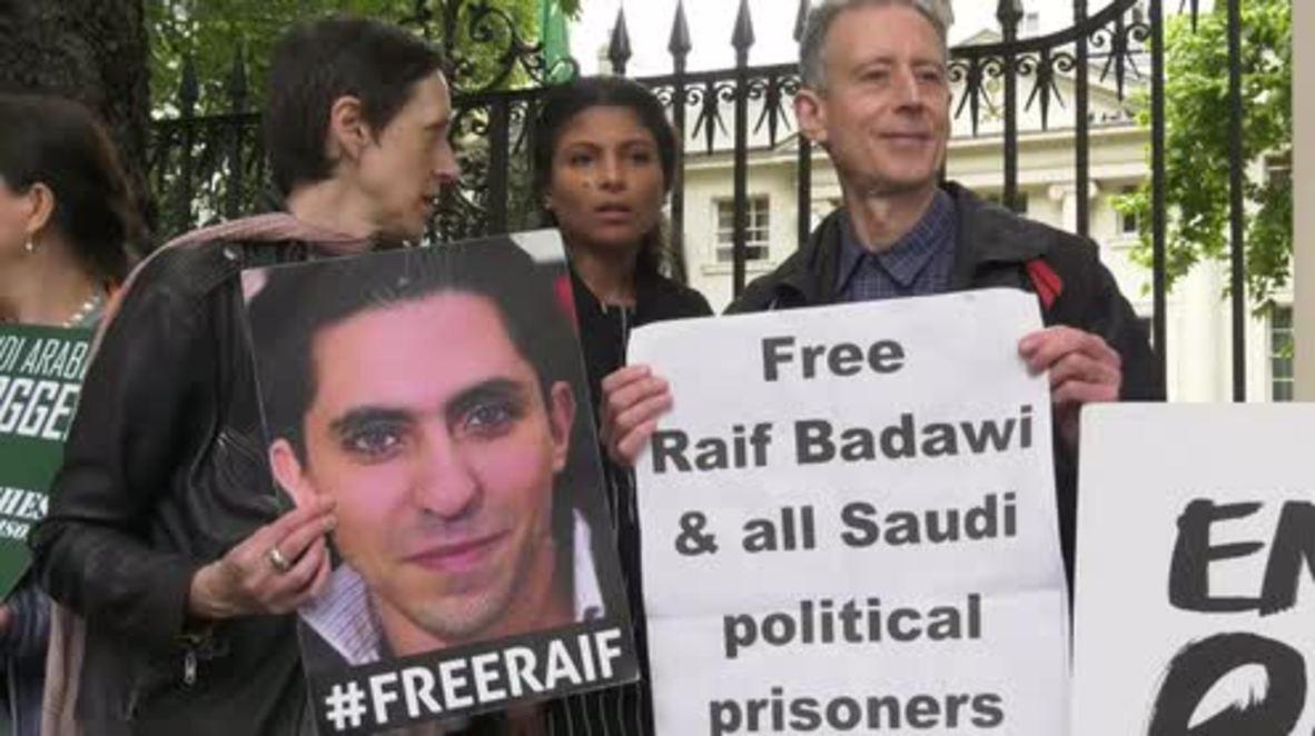 UK: Wife of blogger imprisoned in Saudi Arabia leads protest demanding his release