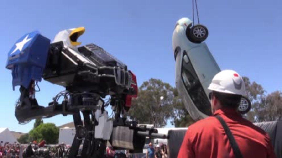 USA: All-American BATTLEBOT flexes its menacing mechanics ahead of robot combat