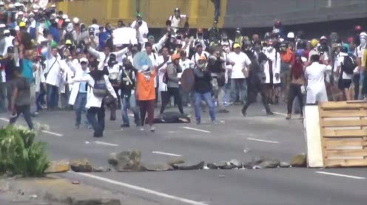 Venezuela: Doctors join violent anti-Maduro protests in Caracas