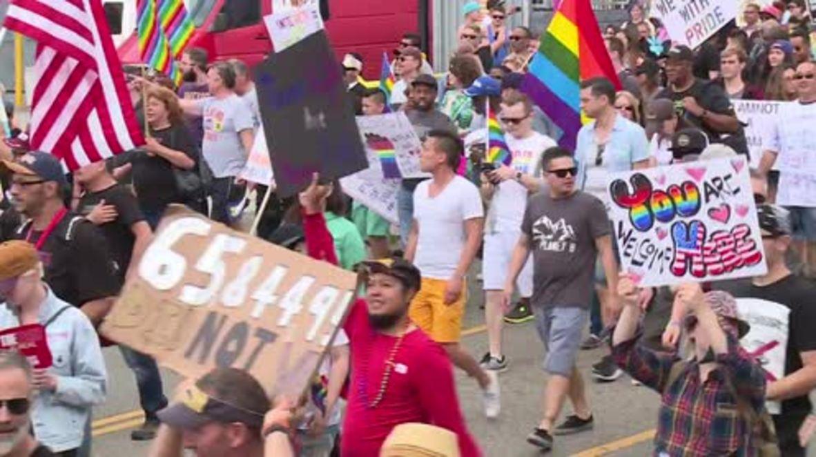 USA: LA Pride becomes protest as marchers say 'Dump Trump'