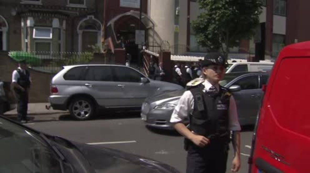 UK: Theresa May heckled while visiting Finsbury Park Mosque
