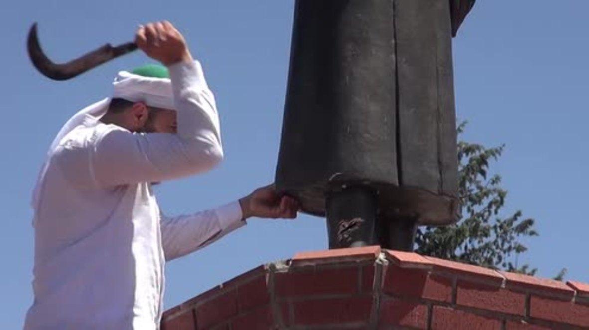 Turkey: Ataturk statue attacked, assailant says 'no idol worshiping in Islam'