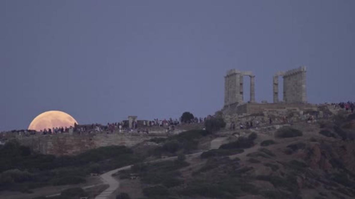 Greece: Selenophiles celebrate majestic partial lunar eclipse over Temple of Poseidon