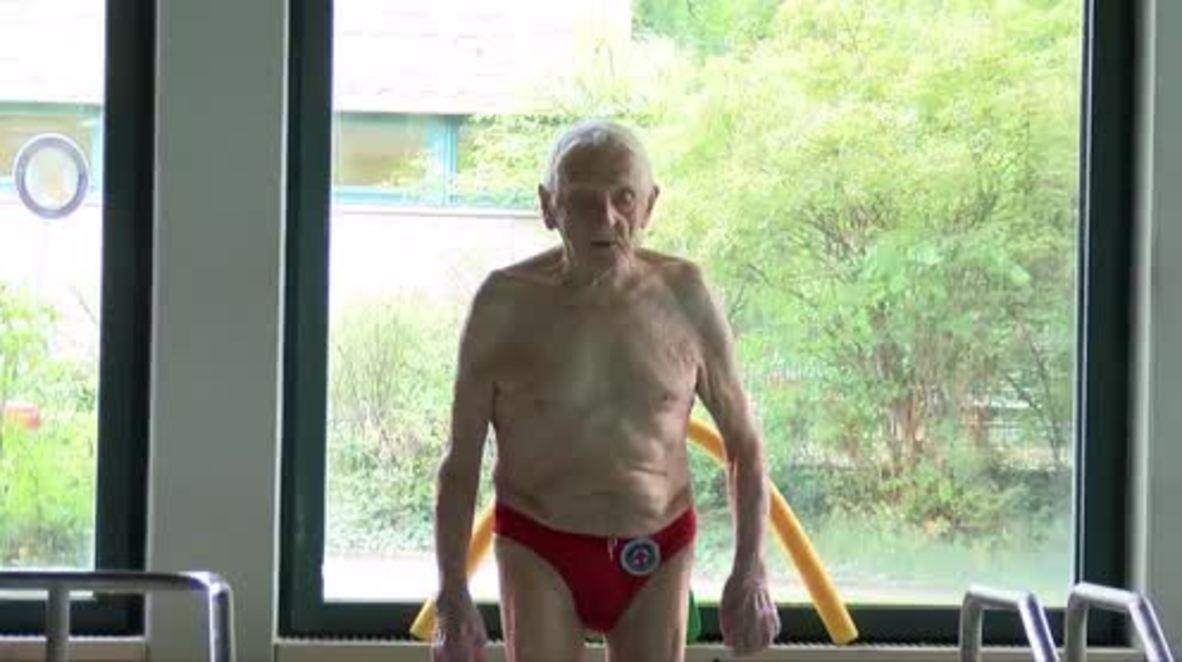 Swimming centenarian! Meet Leo, Berlin's 100 y/o swimming instructor