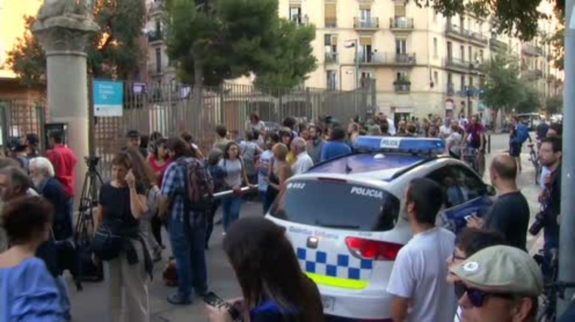 Spain: Catalans occupy school to defy Madrid's shutdown order