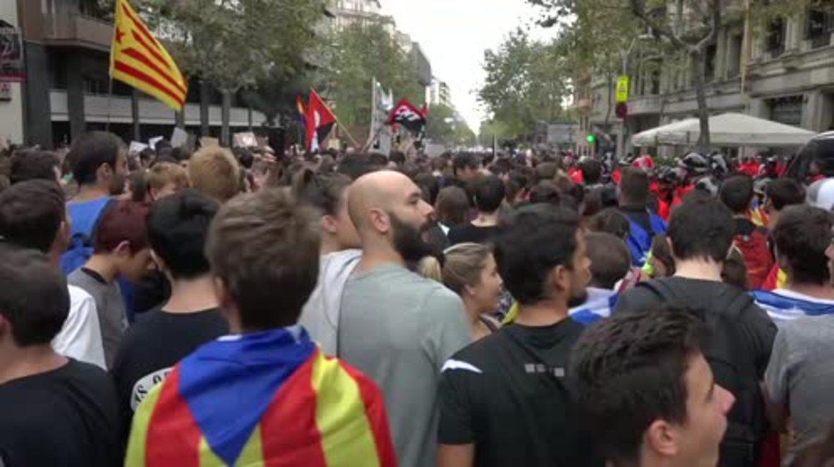 Spain: Thousands join general strike in Barcelona over referendum violence