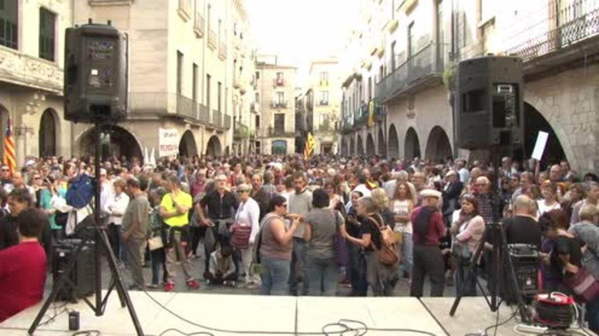 España: Cientos de personas protestan contra el diálogo con Madrid en Girona, Cataluña.