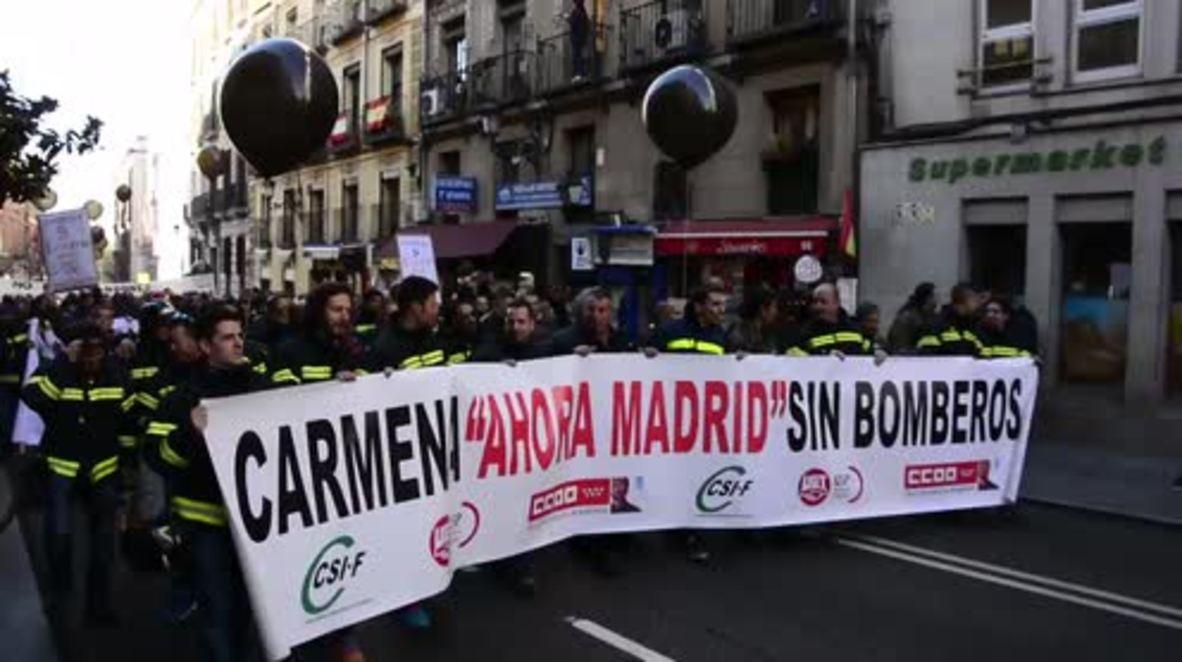 Spain: Protesting firefighters threaten to strike if demands not met