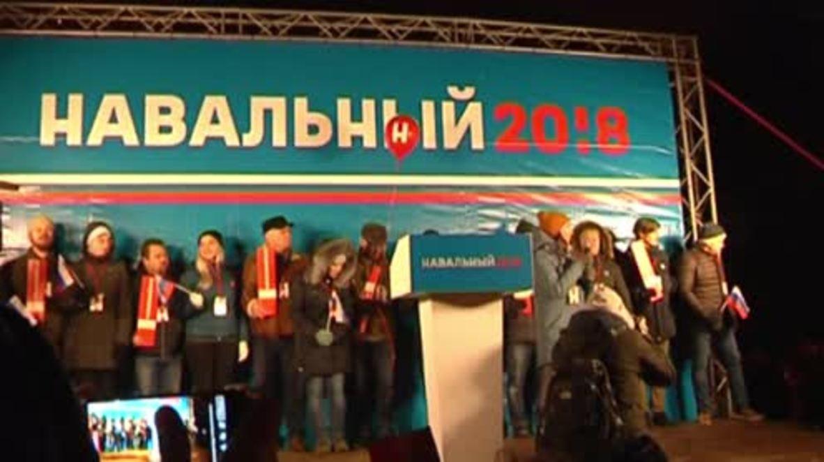 Russia: Navalny greets supporters in Nizhny Novgorod