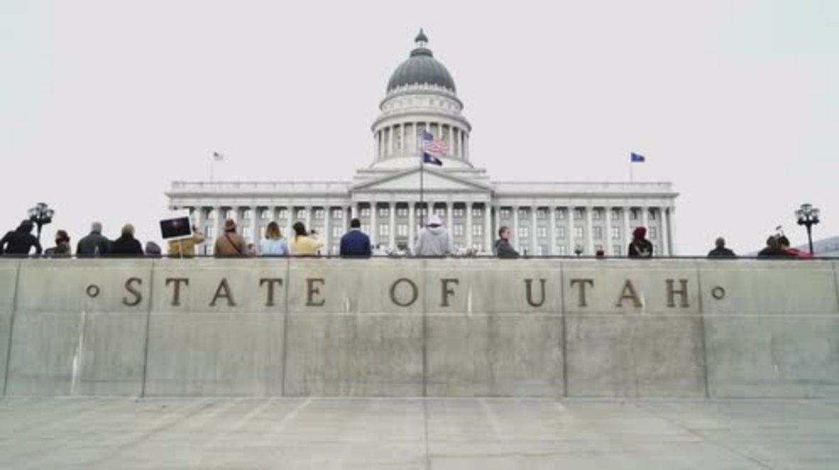 """EE.UU.: """"¡Las manos fuera de Utah!"""" - Miles de personas se oponen a los planes de reducir monumentos nacionales"""