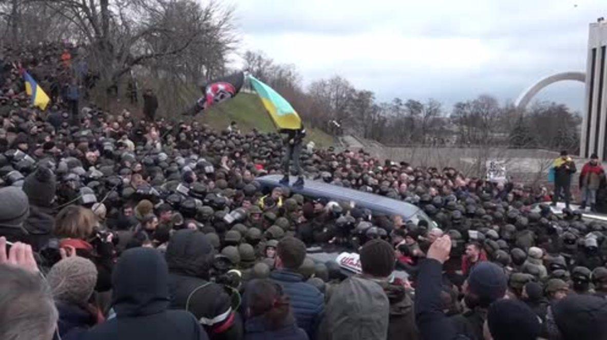Ukraine: Saakashvili set loose after supporters clash with security