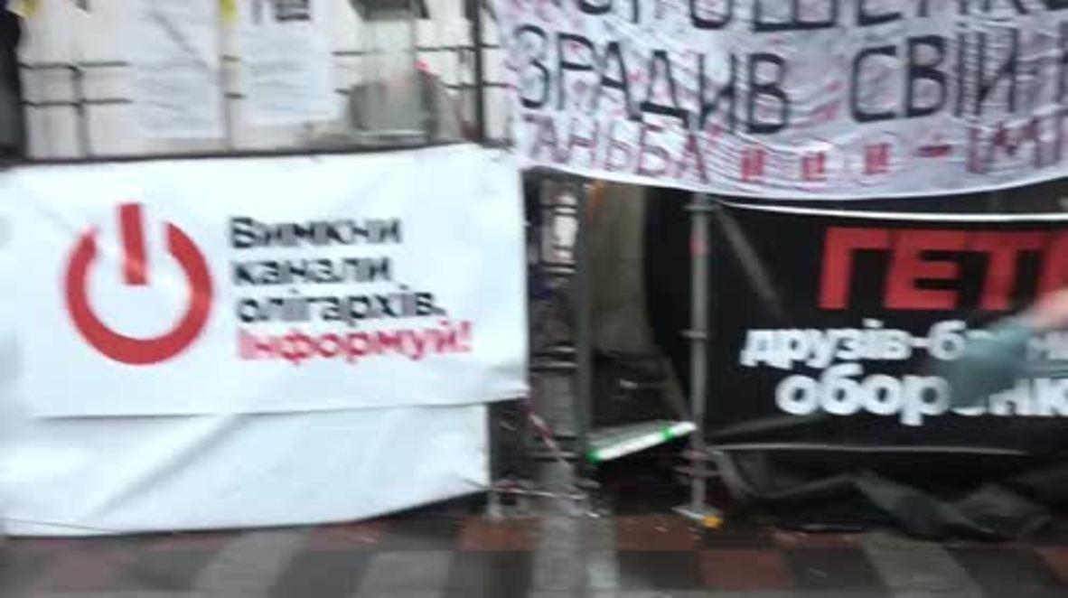 Ucrania: Activista FEMEN en topless detenida por protestar contra Poroshenko y Saakashvili * EXPLÍCITO *
