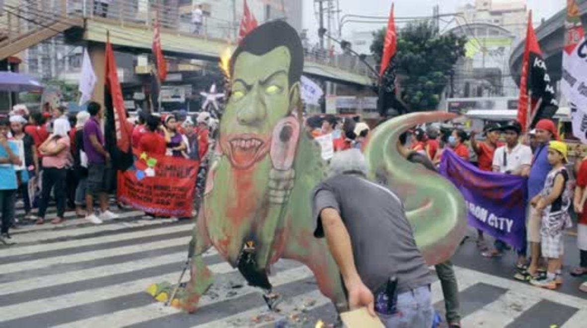 Philippines: Protesters in Manila burn Duterte effigy for Urban Poor Solidarity Week