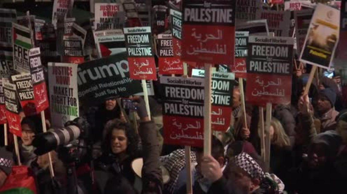 UK: Hundreds protest outside London's US Embassy over Jerusalem decision