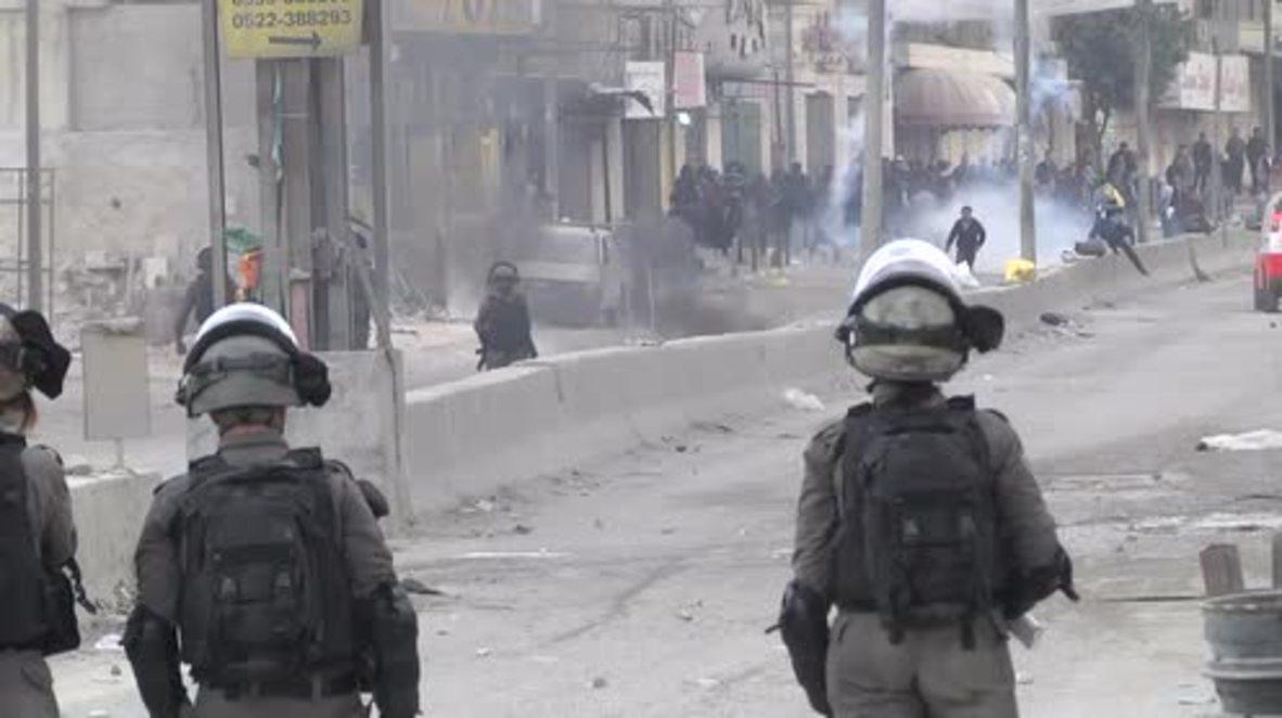 Estado de Palestina: Gas lacrimógeno contra manifestantes palestinos en Qalandiya