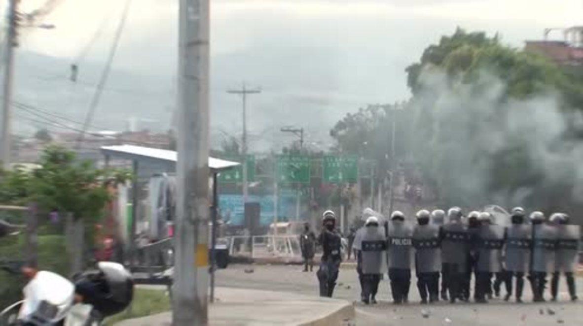 Honduras: Dozens injured in clashes over election result
