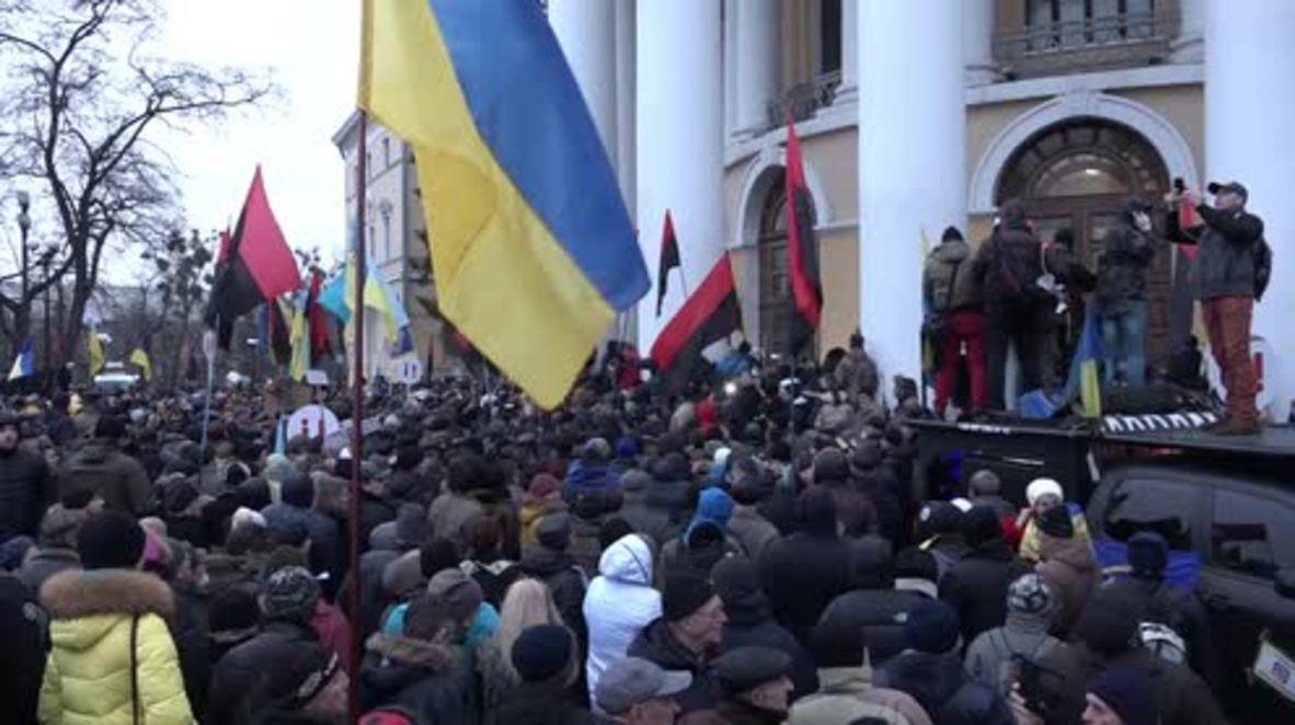 Ukraine: Saakasvhili supporters clash with riot police in Kiev
