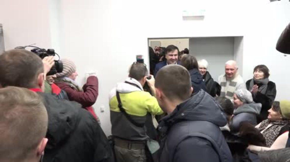 Ukraine: Saakashvili shows decree claiming Poroshenko's aim to shut down court