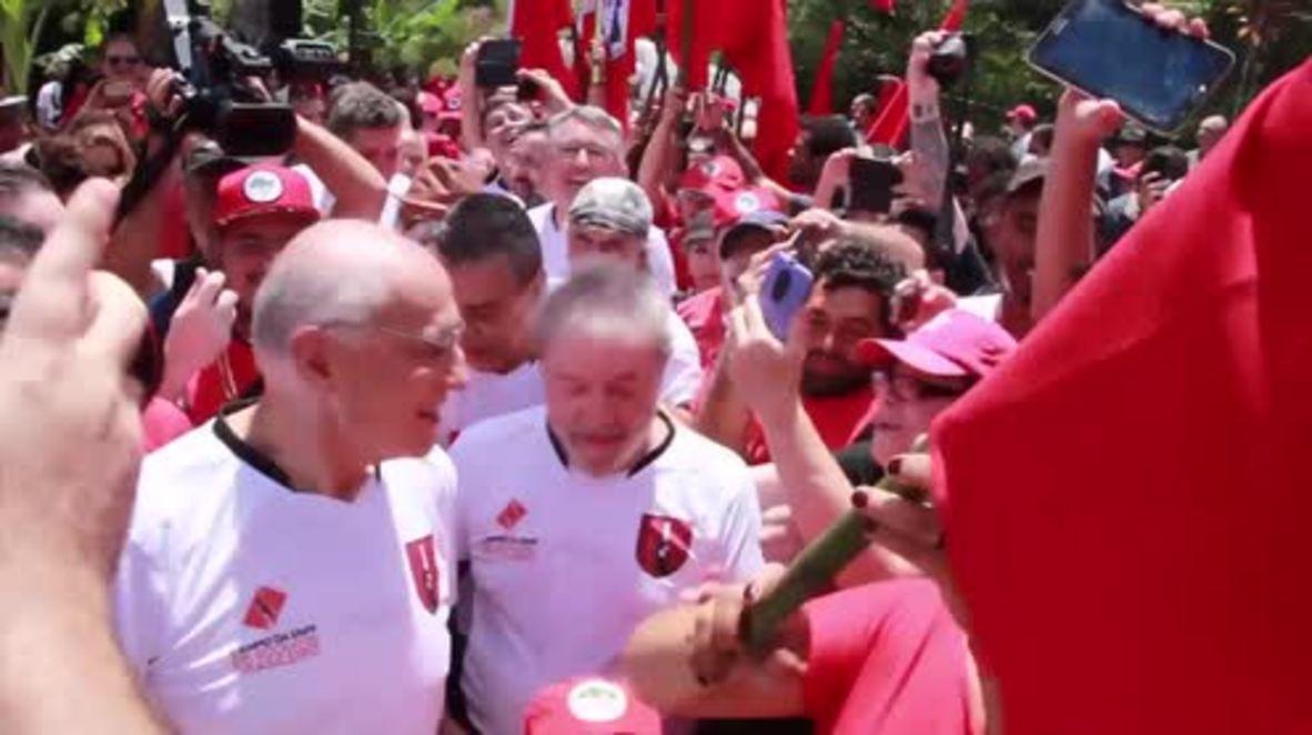 Brasil: Lula juega en un partido de fútbol antes de su juicio por corrupción en enero