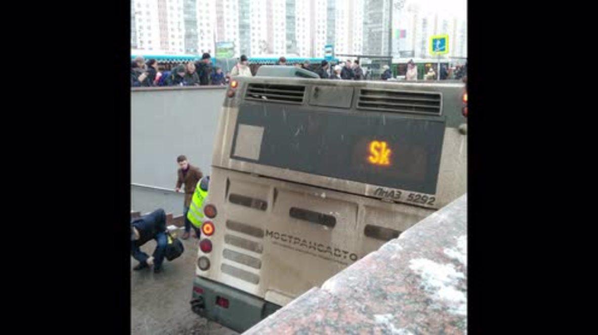 Rusia: Al menos cuatro muertos al estrellarse un bus contra un paso subterráneo en Moscú * INSTANTANEAS*