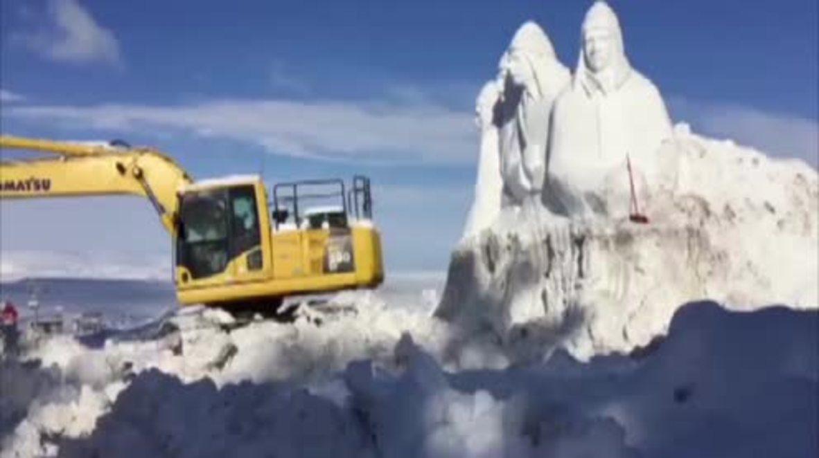 Turquía: Presentan esculturas de hielo de soldados otomanos para conmemorar la batalla de Sarikamish