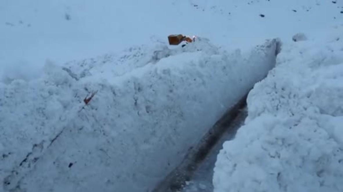 Francia: Una avalancha deja un muro de nieve y hielo de 250 metro de largo en Saboya