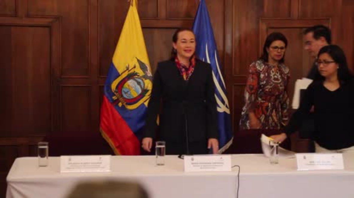 Ecuador: Canciller confirma la naturalización a Julian Assange