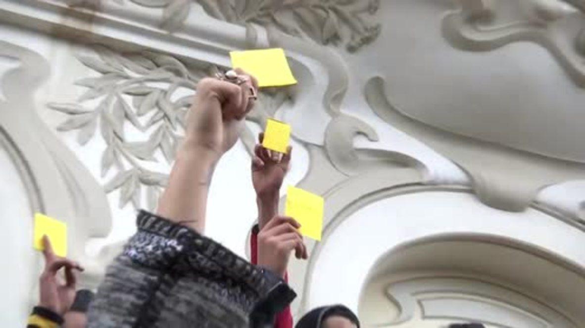Túnez: Se registran enfrentamientos mientras manifestantes enseñan tarjeta amarilla al Gobierno