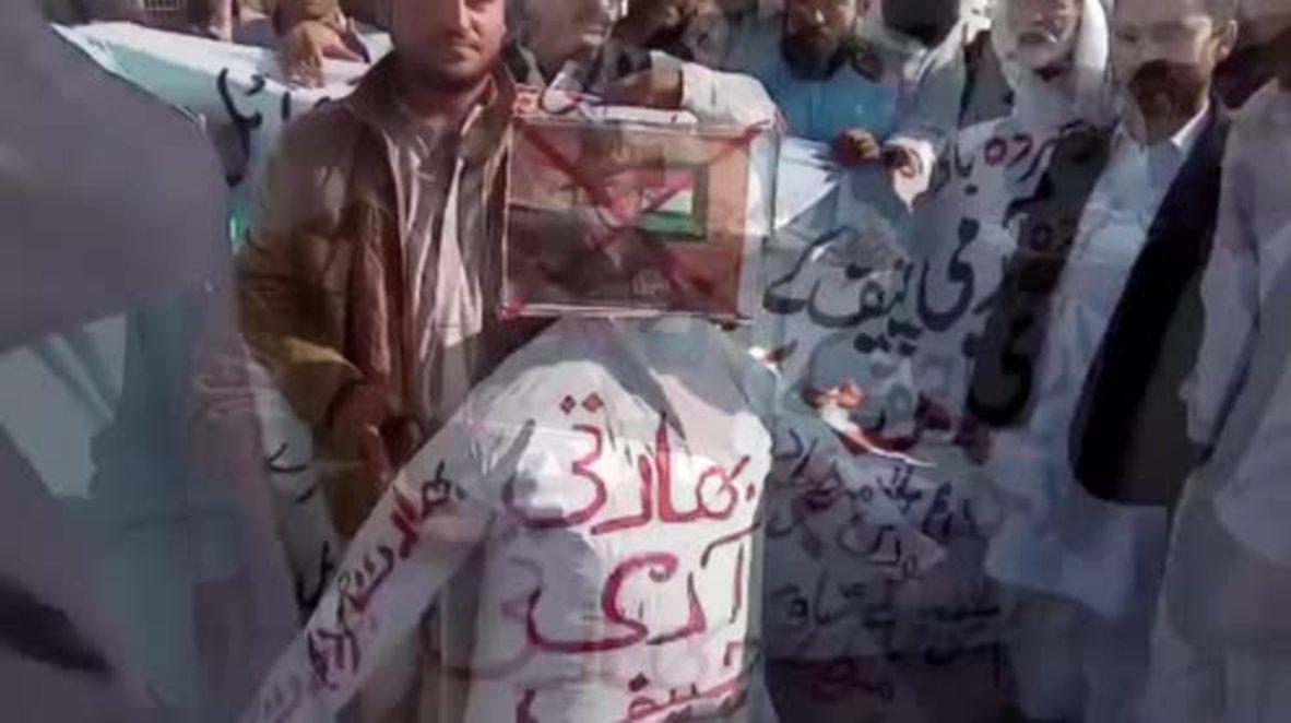 Pakistan: Dozens burn effigy of Indian army chief