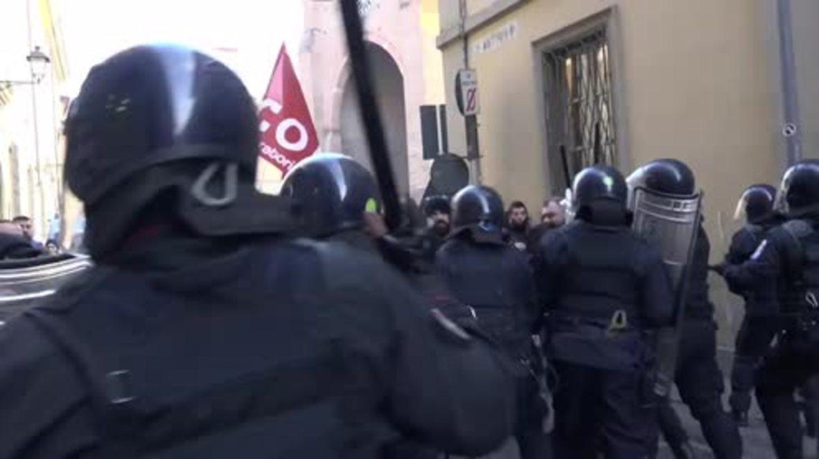 Italia: Violentos enfrentamientos en Plasencia durante protesta por tiroteo contra migrantes