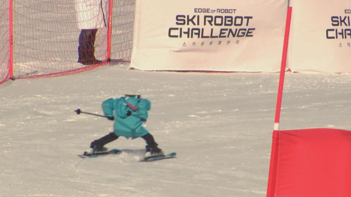 Corea del Sur: Robots esquiadores compiten por el oro en una competición de gran eslalon