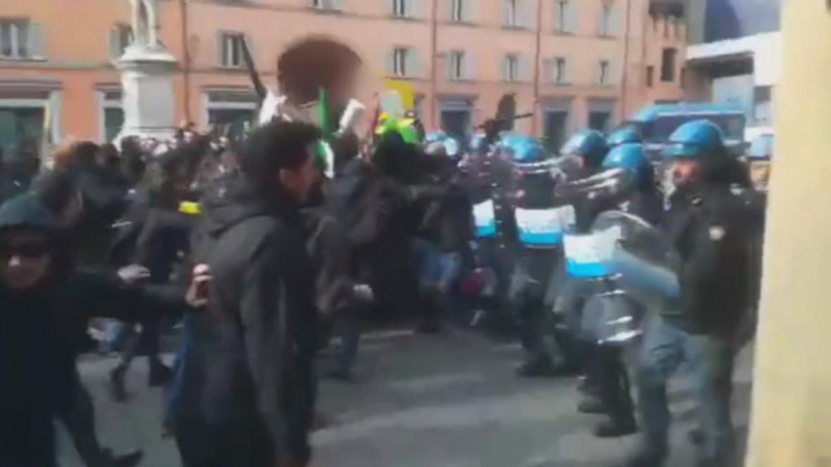 Italia: Fuertes enfrentamientos entre policía y activistas antifascistas en Bolonia