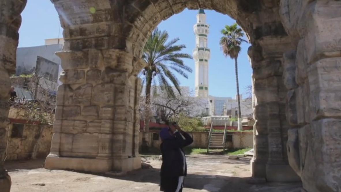 Libia: Esta fotógrafa combate la destrucción de la ciudad vieja de Trípoli con su cámara de fotos