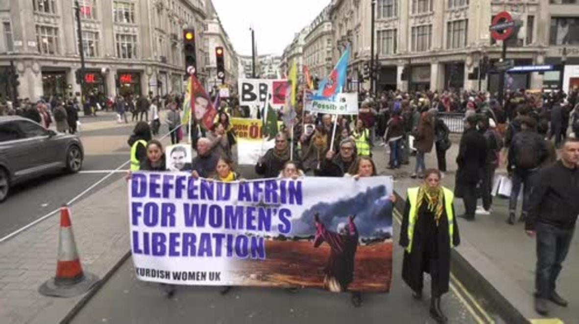 """Reino Unido: """"¡Despierta, Reino Unido!"""" - Los manifestantes exigen a los medios británicos que informen sobre Afrín."""