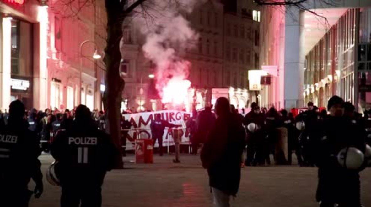 Alemania: Contra manifestantes Antifa golpean protesta contra Merkel en Hamburgo