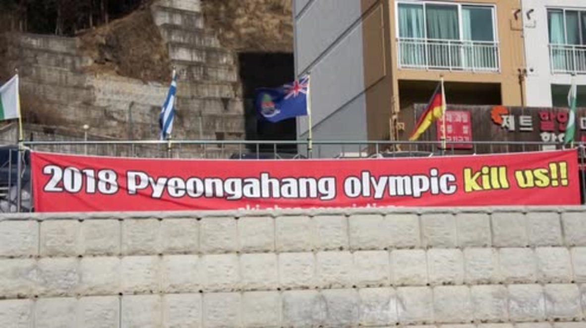 """Corea del Sur: """"¡Las Olimpiadas de Pieongchang nos están matando!"""" - Tiendas de alquiler protestan por falta de ingresos"""